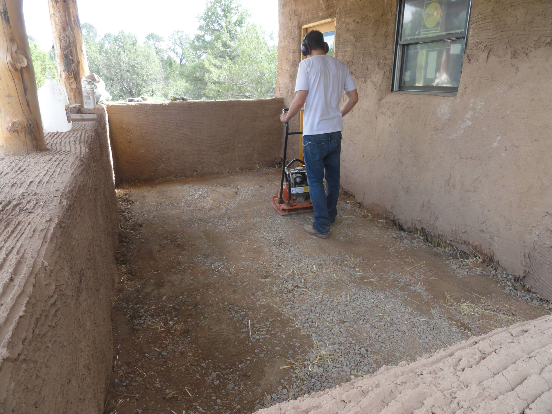Off grid straw bale home manzano new mexico paja for Adobe floor