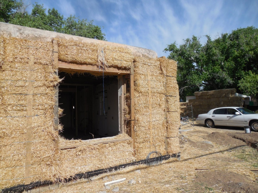 The Pros and Cons of Straw Bale Wall Construction In Green Building